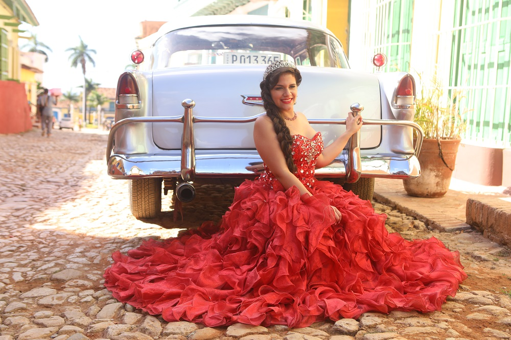 025A0679 1000px Qunceanera and 1950s Chevrolet, Trinidad; copyright Christopher P Baker