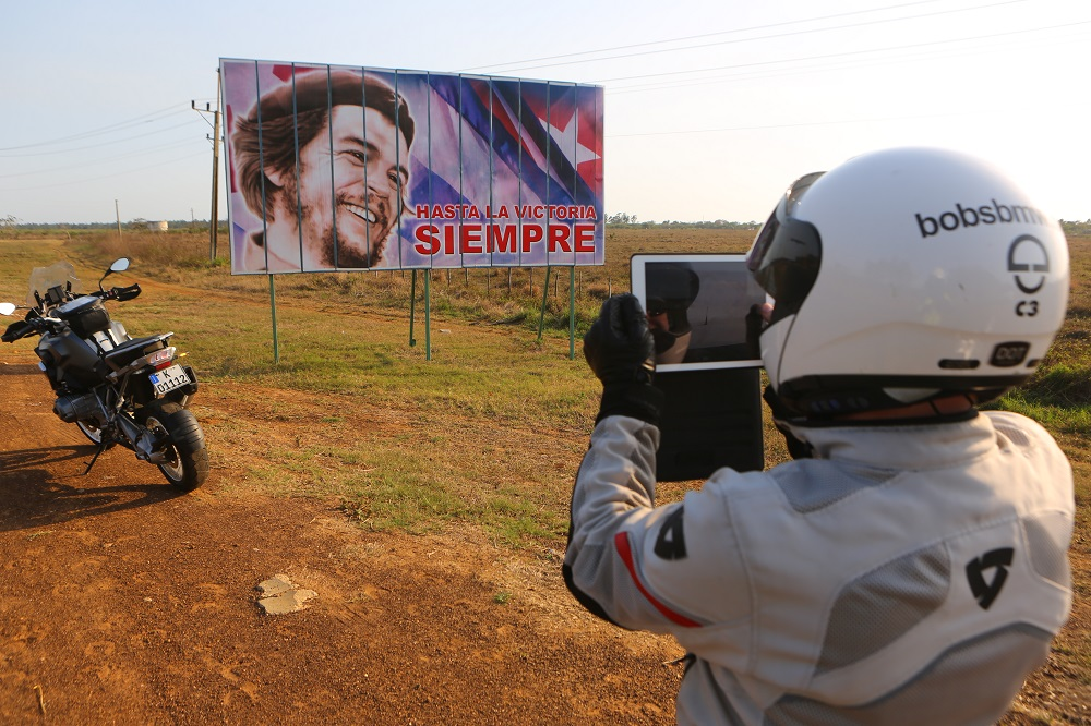 Bob's BMW motorcycle tour Cuba Che Guevara billboard